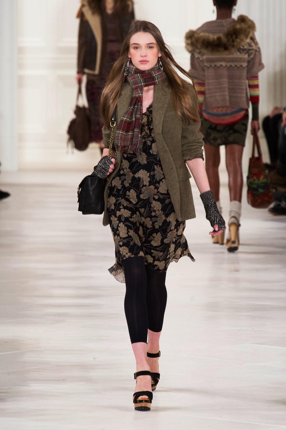 7276eac0e2f7 Самый традиционный вариант находим у Ralph Lauren – шифоновое платье он  сочетает с жакетом. Впрочем, формальную строгость классических look ов  нарушает ...
