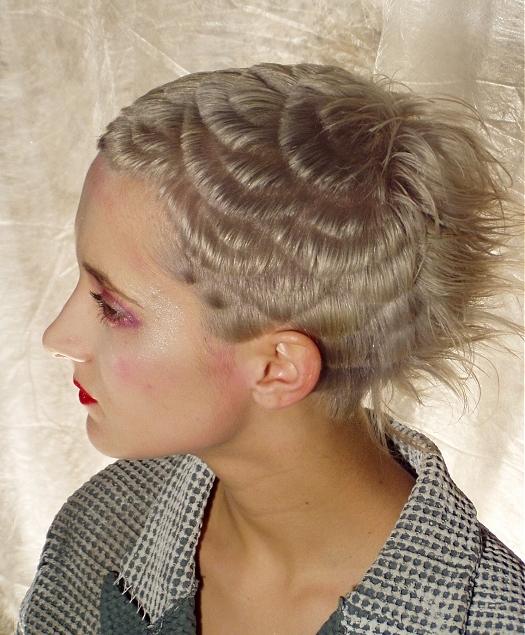 Очень короткая креативная женская стрижка