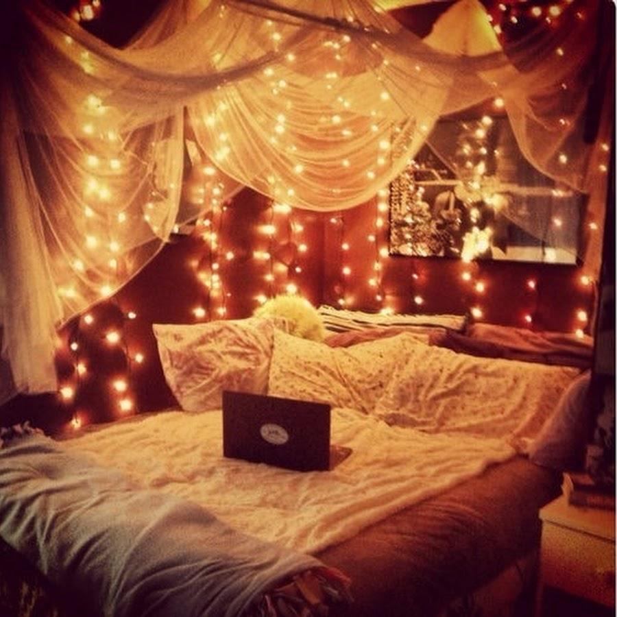 Фото девушек ночью в спальне