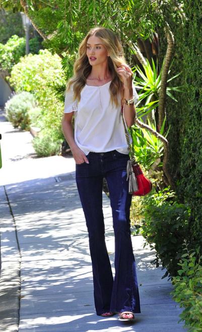 Роузи Хантингтон-Уайтли, ангелок Victoria's Secret, умеет выбирать правильные джинсы