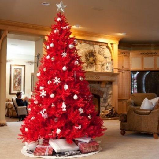 В этом году красной может быть даже елка