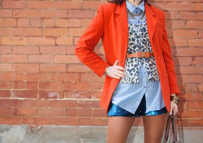 Оранжевый пиджак с поясом в тон