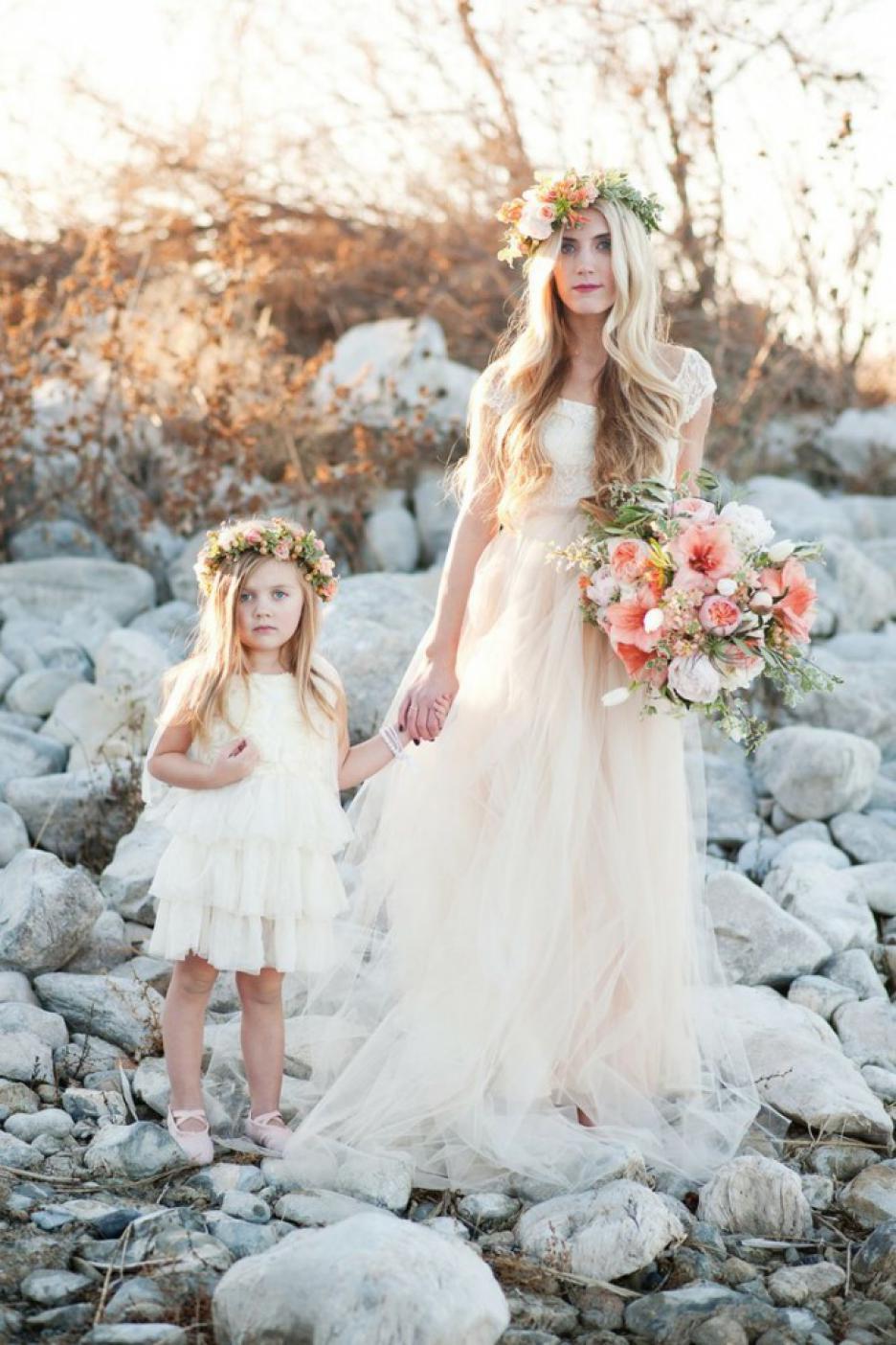 Невеста с дочкой платья