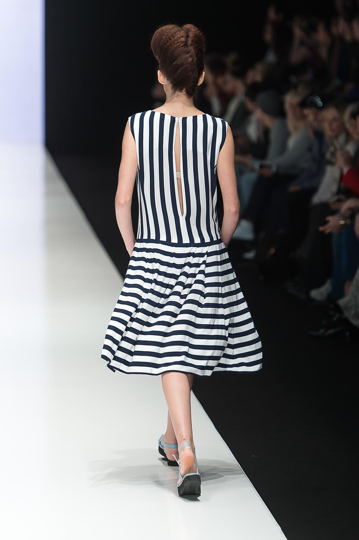 платье в широкую полоску