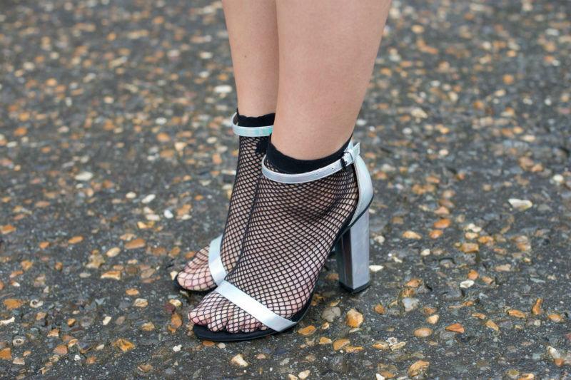 Неудачный образ босоножек носками