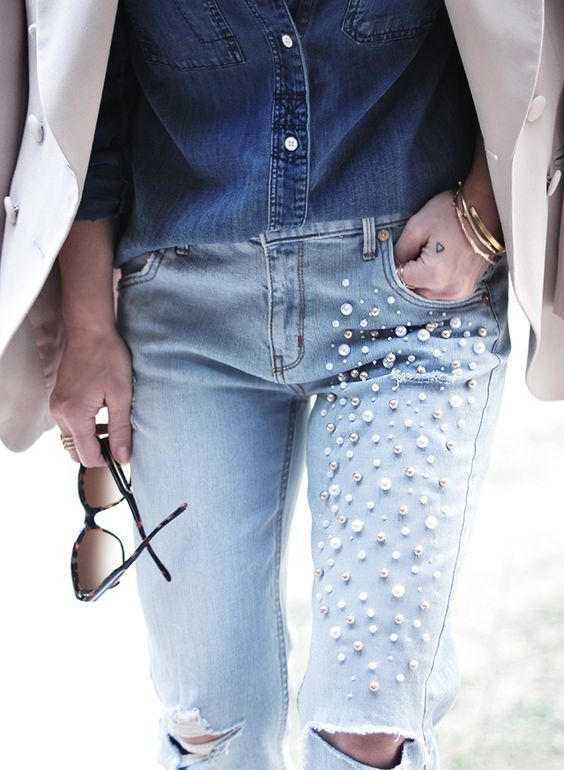 Джинсы с бусинами и вышивкой