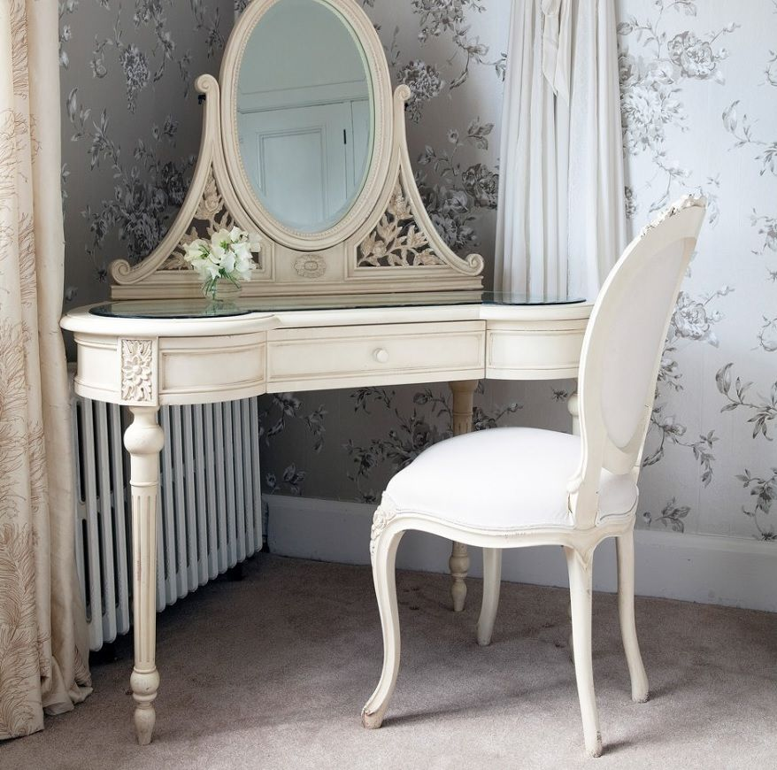 туалетный угловой столик с зеркалом фото