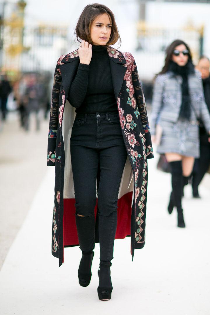 Яркое пальто в пол с вышивкой