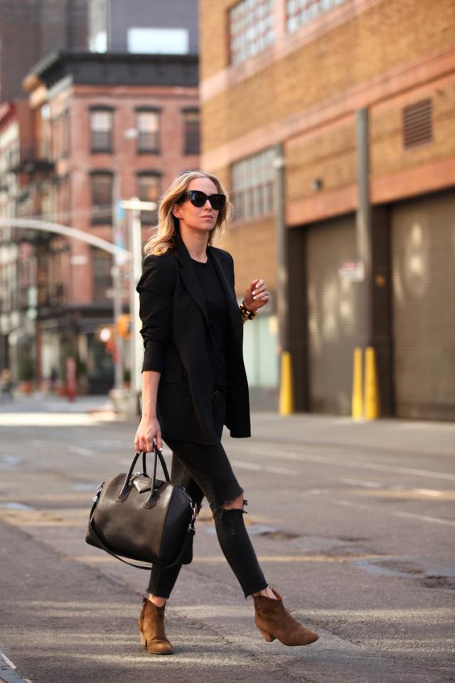 Черный пиджак с объемными рукавами
