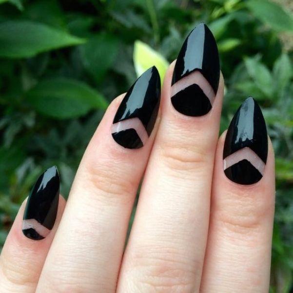 Острые ногти-стилеты.