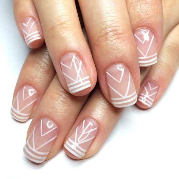 Рисунки на голых ногтях.