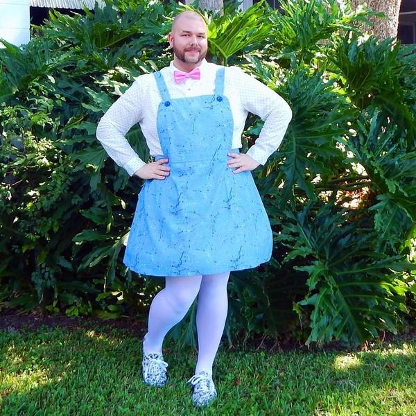 я в женском платье и чулках