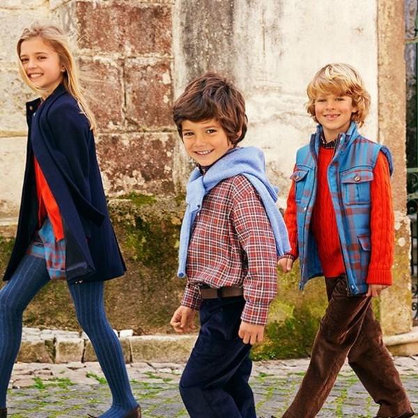 fe5f7455a097 Если в вашей школе нет единой формы, а вы еще не успели купить детям  одежду, смотрите наши фотогалереи! Мы выбрали очень красивые и модные  наряды на каждый ...