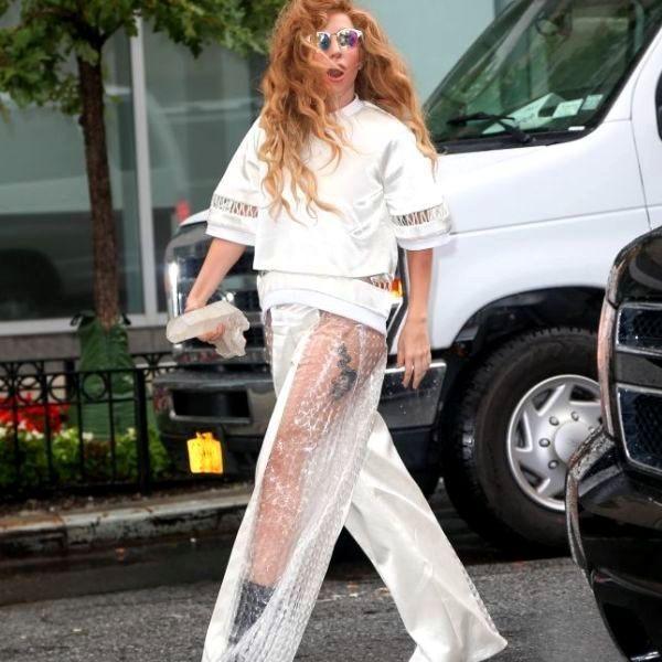 Фото прозрачные штаны на улице