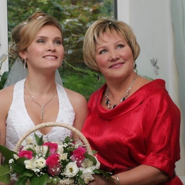 модные прически для мамы невесты