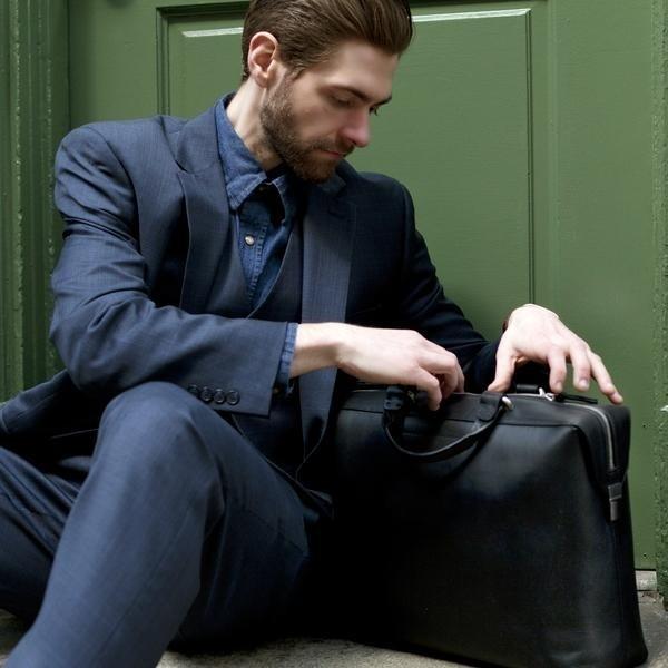 caa1d8fa2532 Кошелек, ключи и телефон – вот, что обычно наполняет наши мужские карманы.  Хотя могло бы аккуратно лежать в сумке.