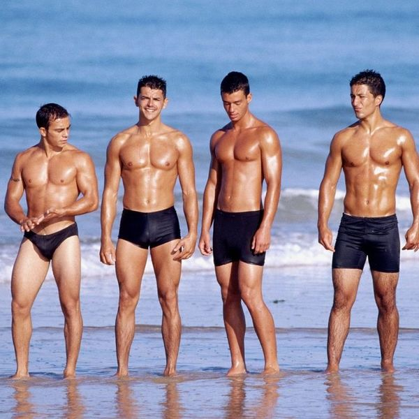 фото парней в плавках и без