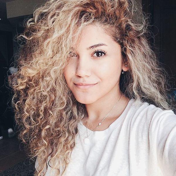 Где самые кудрявые волосы у женщины