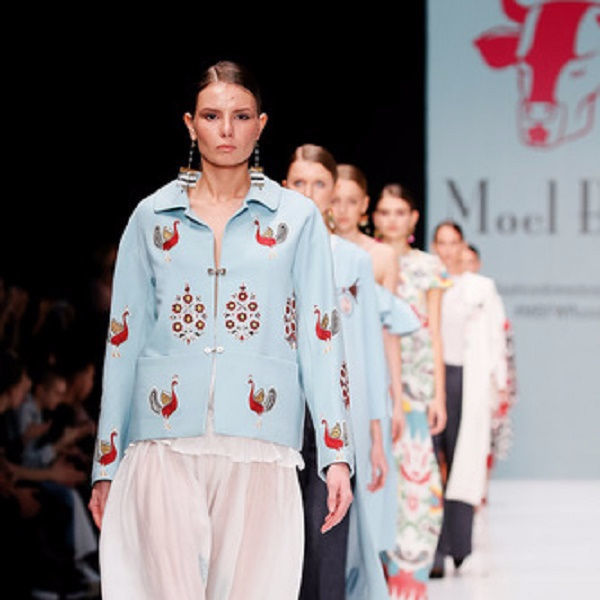 9794ff1319b В рамках показа «Fashion time designers» на Mercedes Benz Fashion Week  Russia презентовал свою коллекцию Spring-Summer 2017 лейбл Moel Bosh –  молодой ...