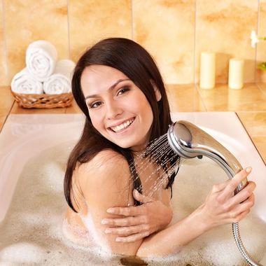Фото как девушка моется