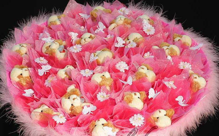 Розовый подарок девушке на 269