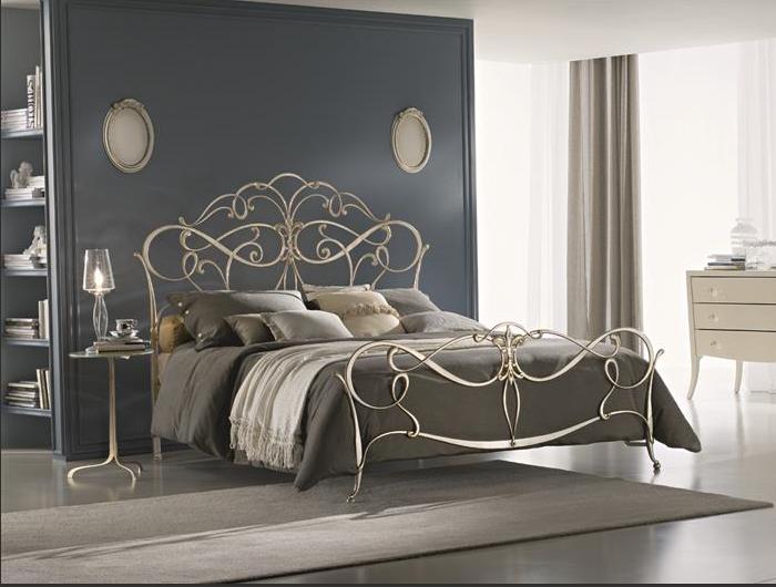 Спальня с железной кроватью дизайн