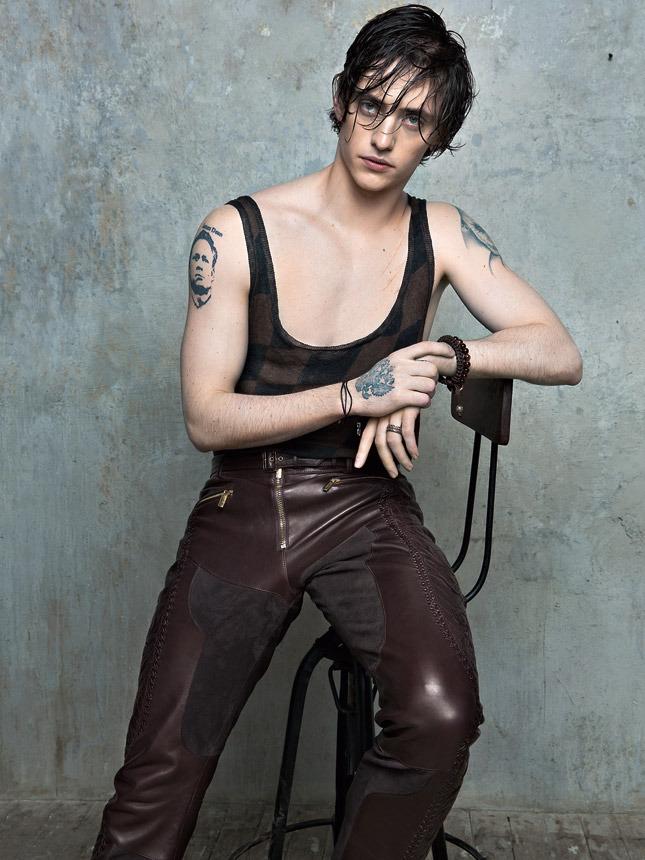 Сергей Полунин для Vogue. Майка Haider Ackermann, брюки Versace, подвеска Dior Homme