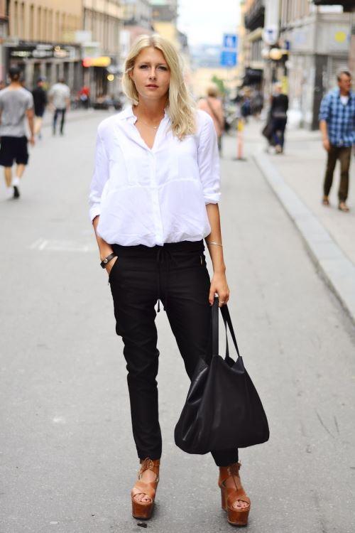 Белая блузка с черными брюками