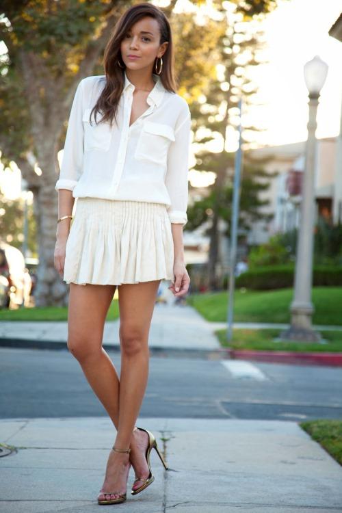 Белая блузка с юбкой