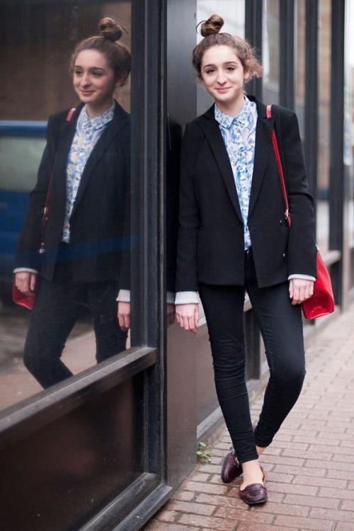 Блузка в цветок с пиджаком
