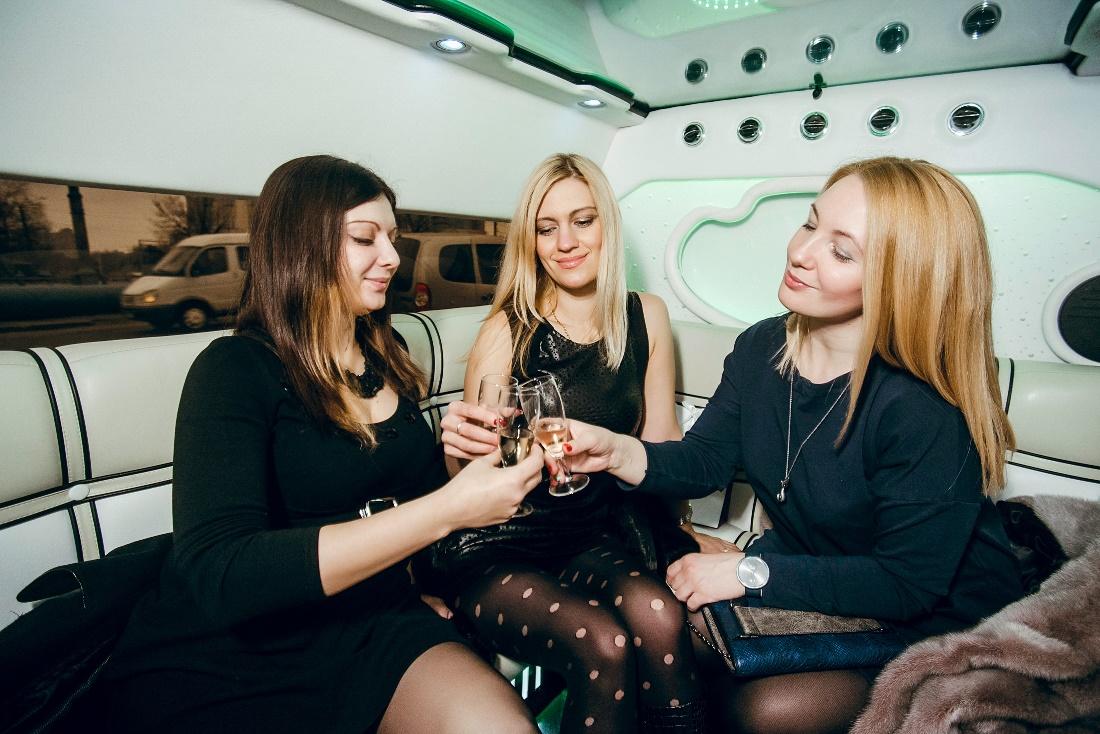 Анастасия Ермакова, Юлия Минаева, Лилия Кондакова на шопинг-маршруте от «Я Покупаю.Воронеж-Липецк»