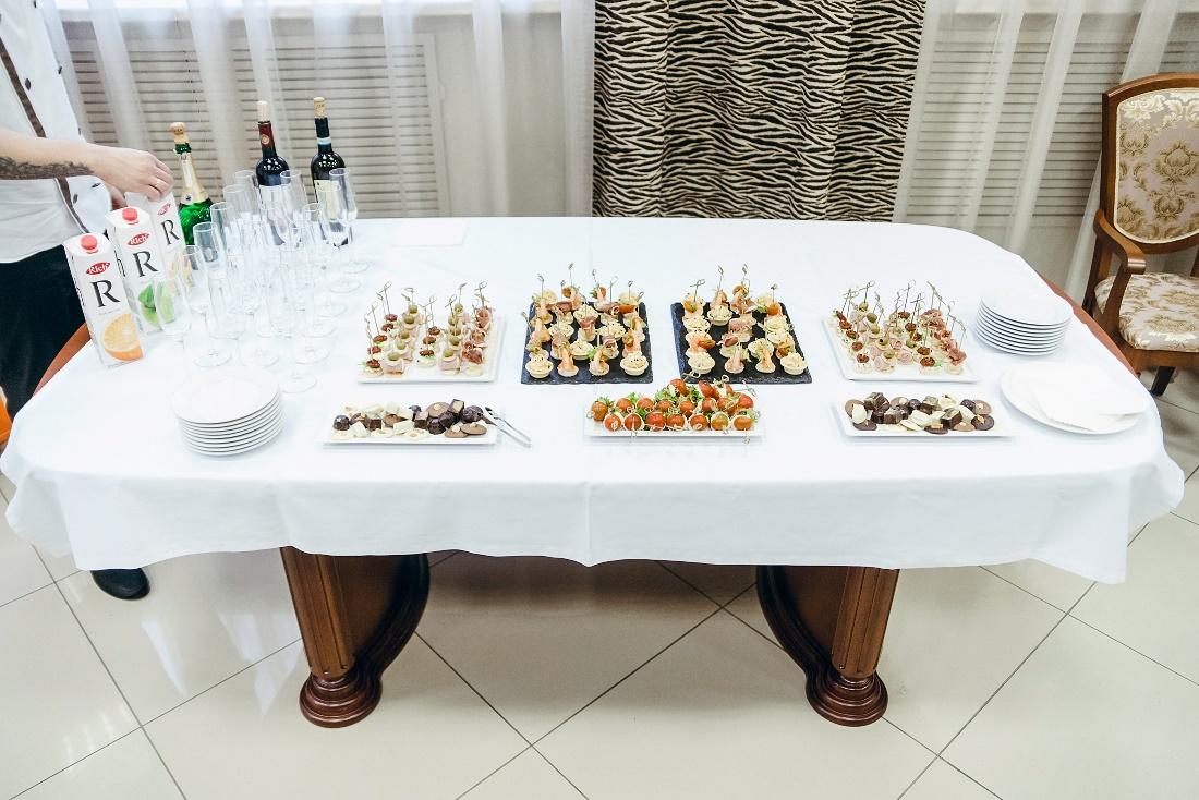 Вкуснейшие угощения для участниц шопинг-маршрута от сети мебельных салонов «Калипсо»