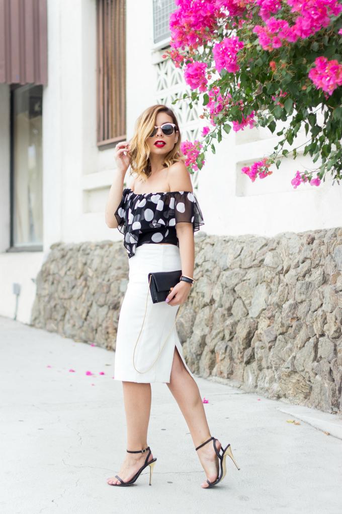 Блуза с открытыми плечами и юбка карандаш: для деловых леди