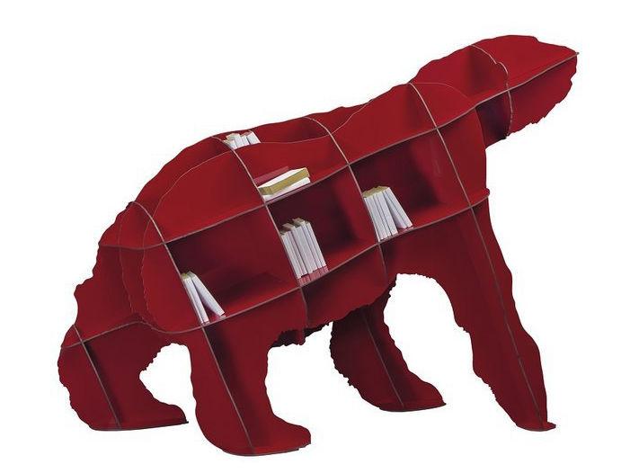 Дизайнерский стеллаж в виде фигуры медведя впишется как в интерьер гостиной, так и детской комнаты
