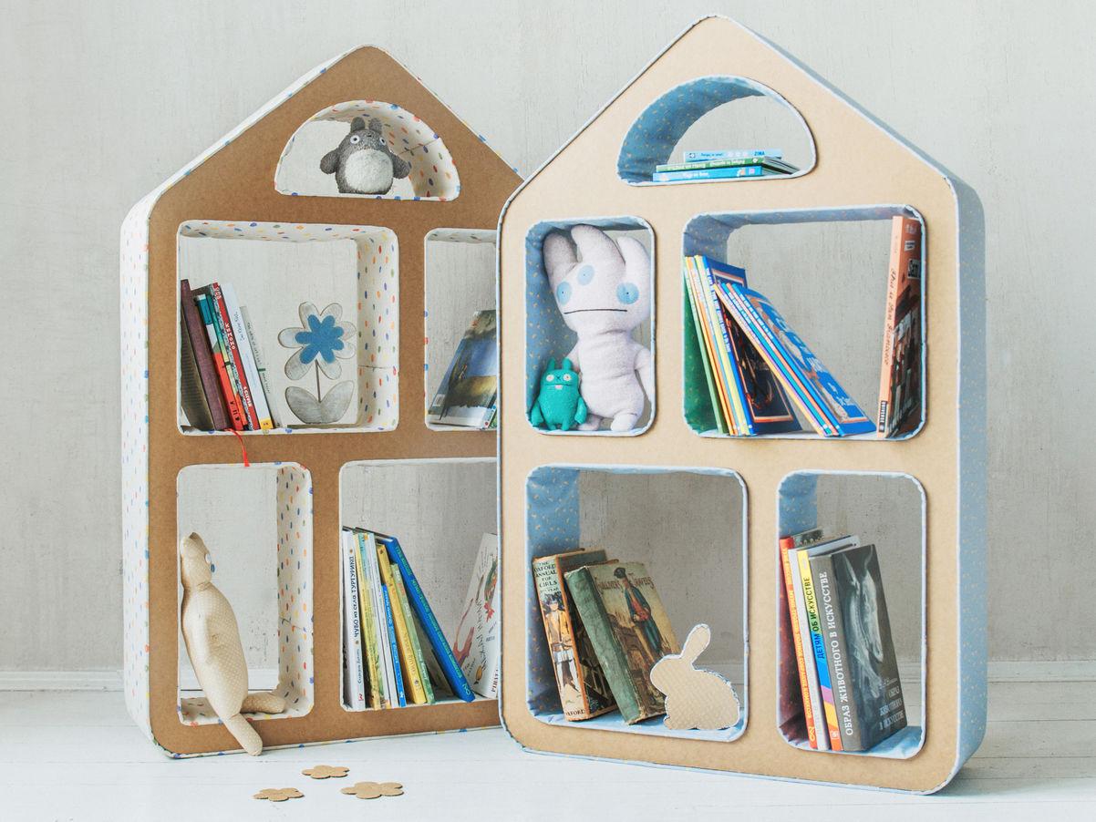 Стеллаж в виде домика станет игровым элементом в детской комнате