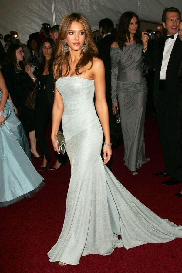 Лаконичное платье Calvin Klein.