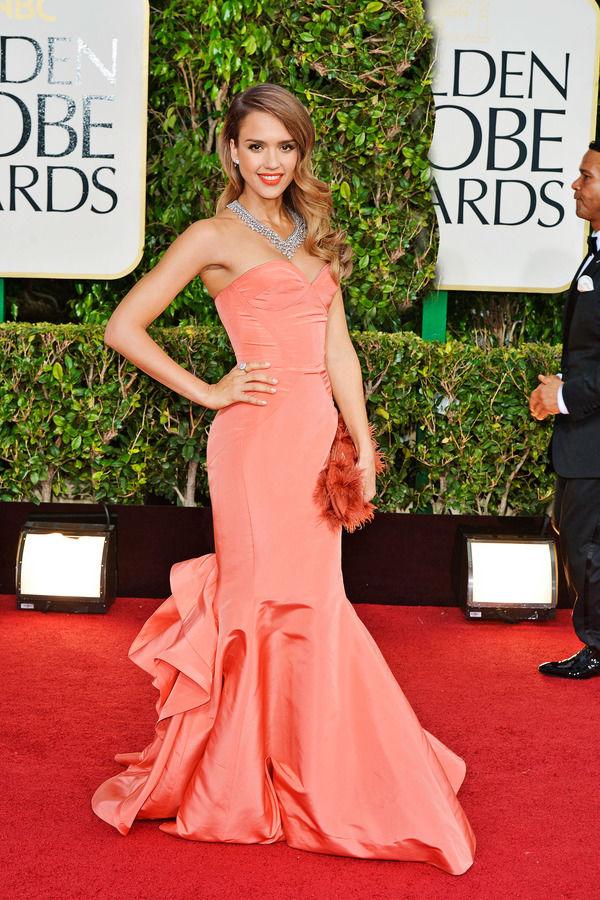 Ослепительно-яркое платье Oscar de la Renta.