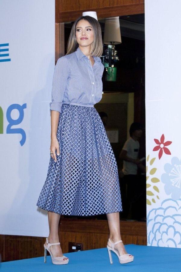 Актриса часто выбирает одежду голубого цвета.
